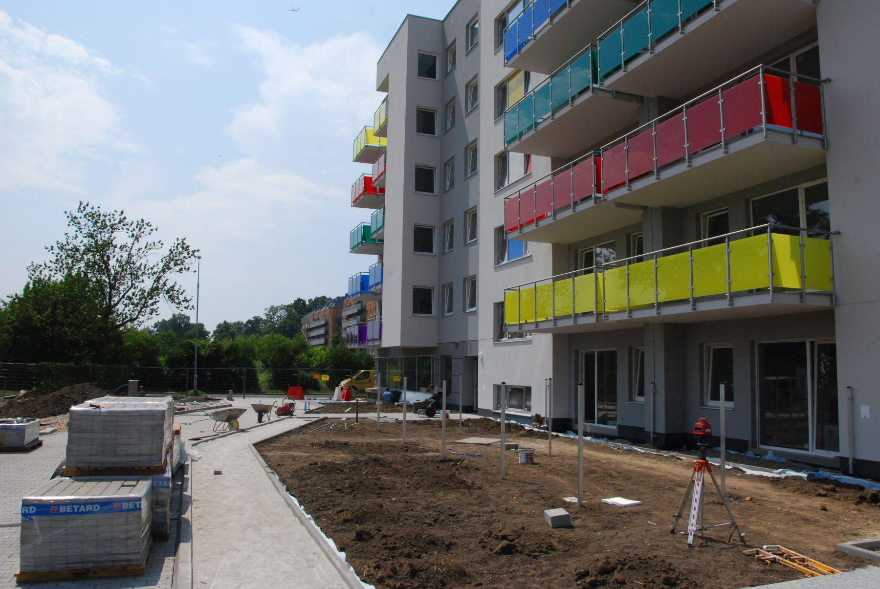 Budowa osiedla mieszkaniowego Tęczowy Raj we Wrocławiu. Budotex
